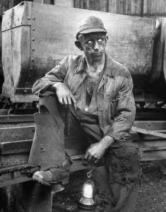 CLASSIC KENTUCKY COAL MINER 1916 PHOTO LANTERNS DUST MINING SHAFTS