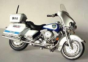 HARLEY DAVIDSON   MILWAUKEE POLICE DEPARTMENT MOTORCYCLE   MAISTO 118