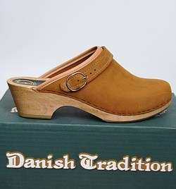 New Danish Tradition Clogs Strap Womens Shoes Tan 38