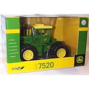 JOHN DEERE  7520 Die cast Metal Tractor  132 scale