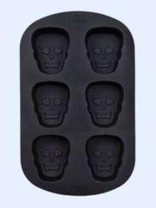 Wilton Halloween Scary Skulls Silicone Cake Pan 6 Cav