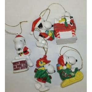 Peanuts Snoopy 5 Peice Pvc Figure Christmas Ornament Set